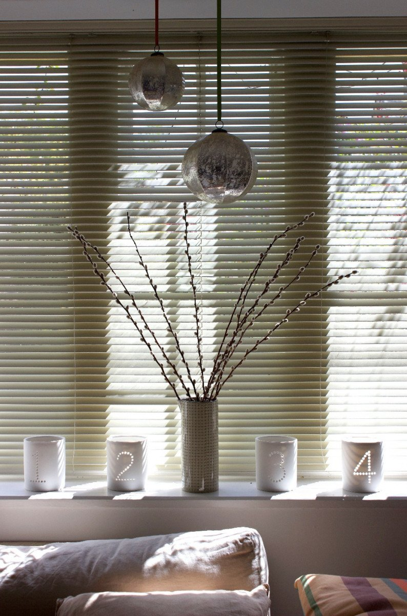A sophisticated interior design with window blinds
